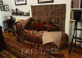 Sigmund freud il divano tecnica della psicoanalisi freudiana - Divano del sesso ...